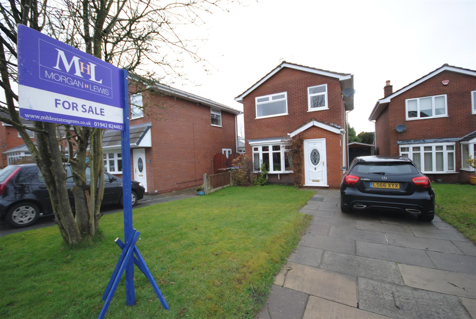 3 Bedrooms Detached House for sale in Churton Grove, Standish, Wigan